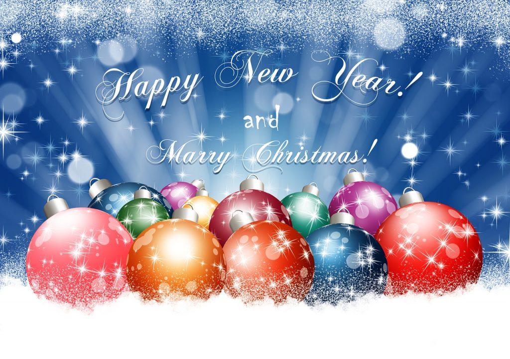 Vánoční a novoroční pohlednice s baňkami.