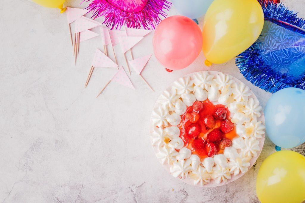 Dort k narozeninám a balónky.