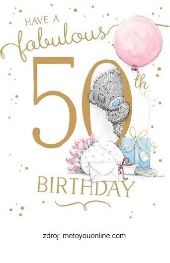 Kreslený šedý medvídek vykukující z čísla padesát s balónkem a dárky.