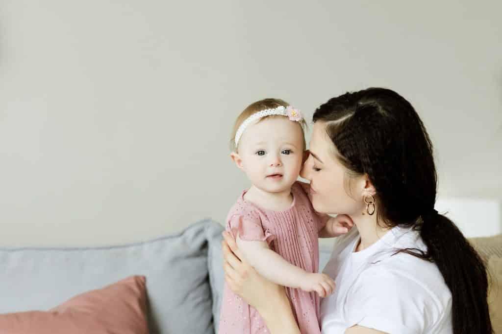 Narození miminka je pro rodinu velká událost.