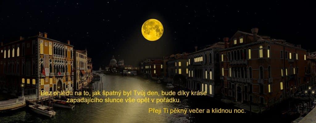 Blahopřání na dobrou noc s obrázkem města a úplňku.