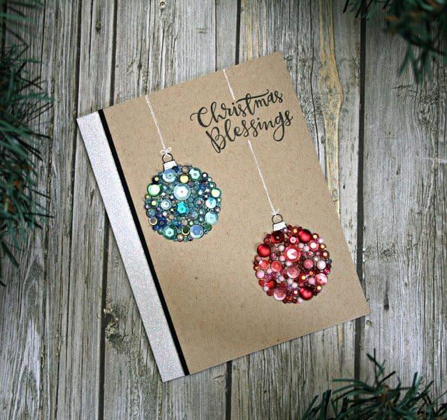 DIY vánoční pohlednice s baňkami z flitrů.