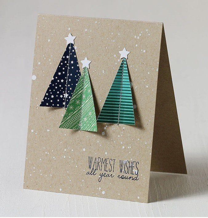 Ručně vyrobená pohlednice se stromy.