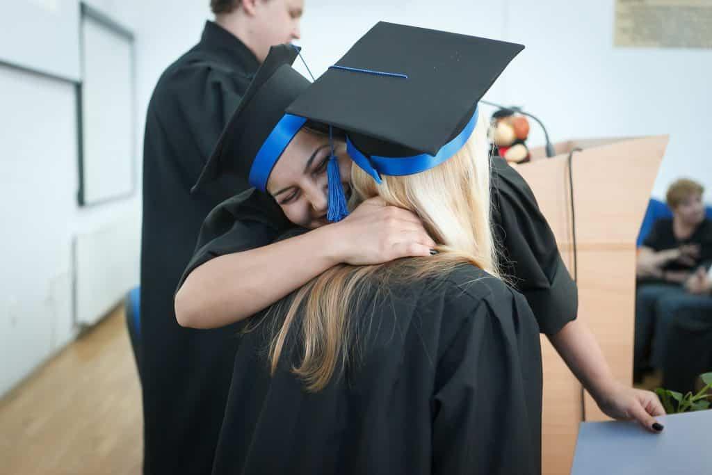 Oslava ukončení školy a promoce.