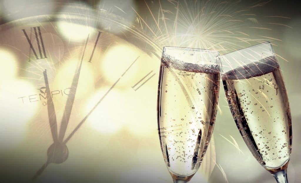 Obrázek s šampaňským a odpočtem času.