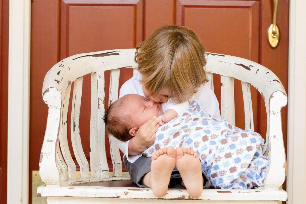 Narození miminka - chlapečka do rodiny.